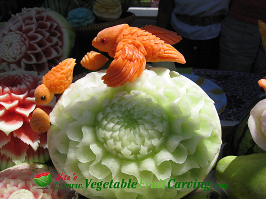 Thai carved honeydew with carrot Bird