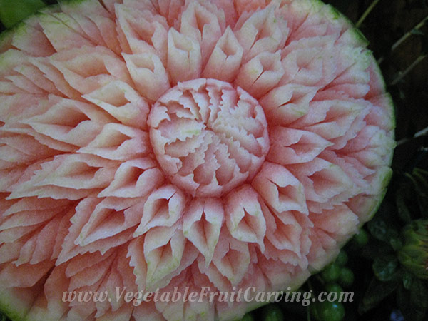 watermelon-carving-by-Tammy-close
