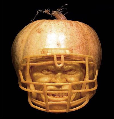 ray-villafane-pumpkin-carving-football-player