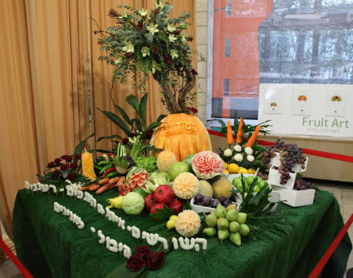 Tzipi Cohen's prize winning fruit carving display