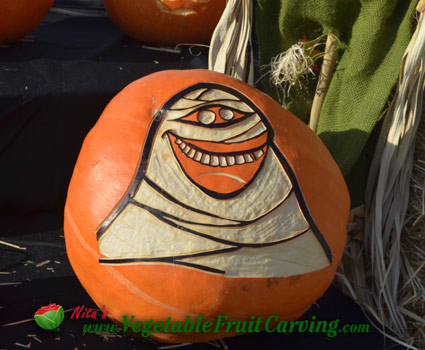 Carsy Mummy pumpkin carving