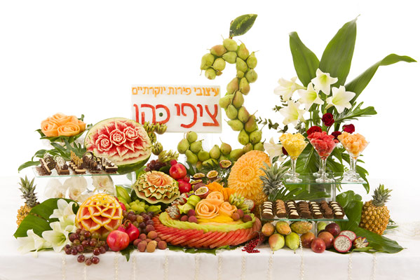 Tzipy Fruit Carving Display