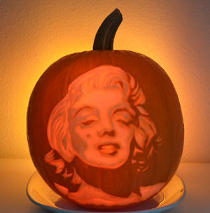 pumpkin carving portrait of marilyn Monroe