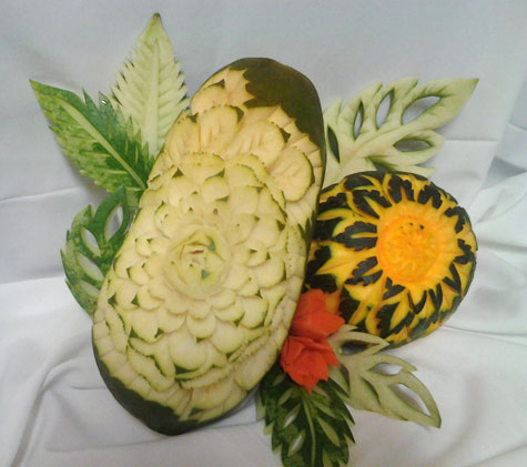 papaya and mango fruit carvings by Yolanda Diaz