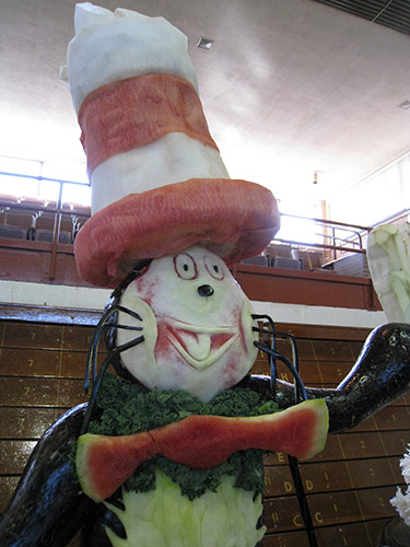 Closer look at the Cat in the Hat food sculpture's face.
