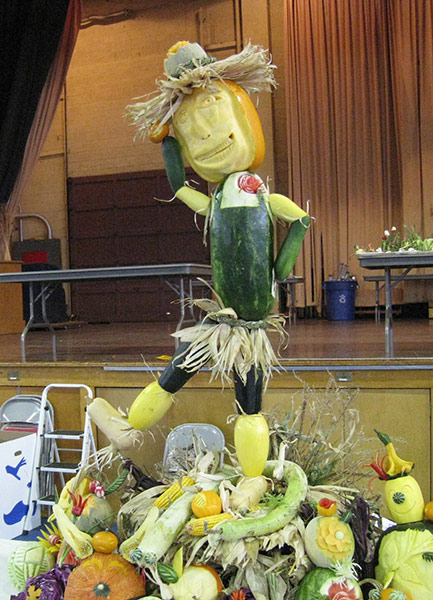 scarecrow-food-sculpture-2sm