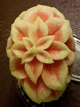 poinsettia-watermelon-carving-Strato