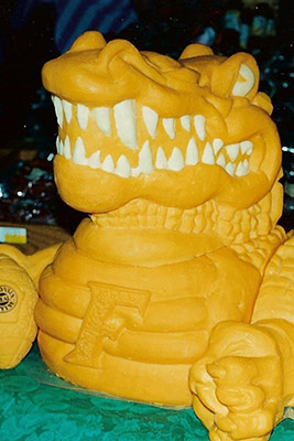 gator-cheese-carving-by-cheese-lady