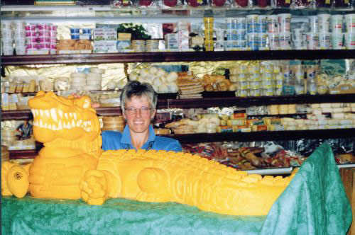 sarah-kaufmann-gator-cheese-sculpture