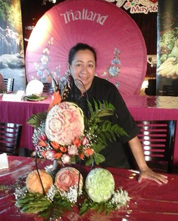 Maria Yolana Diaz with first place winning Thai style carving competition