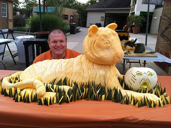 Dean Murray tiger pumpkin carving