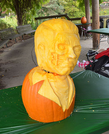 terminator pumkin carving by Maryse Richards