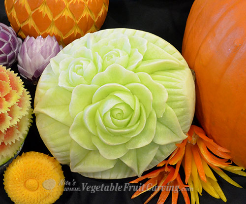 honeydew fruit carving - roses