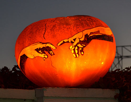 0291_michelangelo-the-creation-of-adam-pumpkin-2015