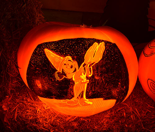 0322_mickey-mouse-fantasia-pumpkin-2015