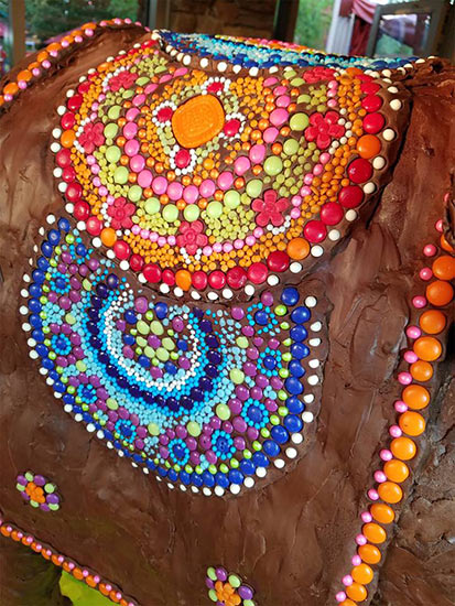candy mosaics of hand poured Isomalt beads and medallions