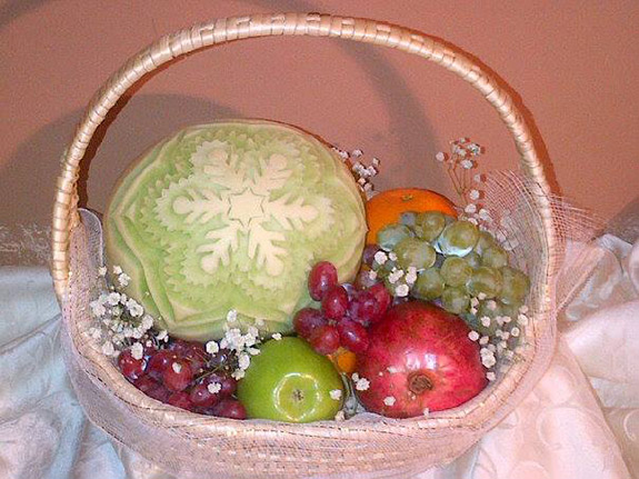Aneta's melon snowflake in fruit gift basket