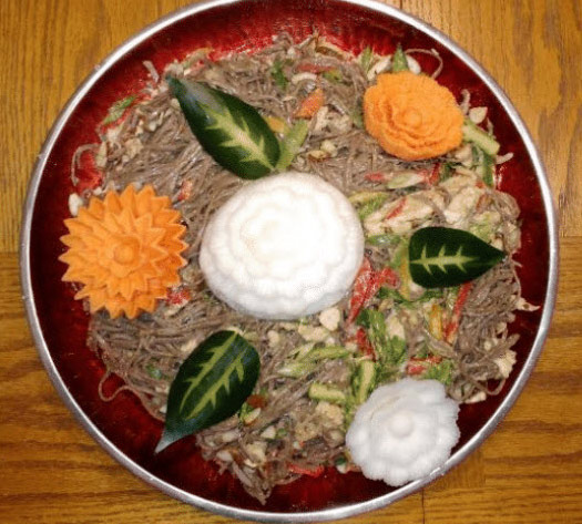 Noodles with yam and turnip flowers vegetable and fruit carvings